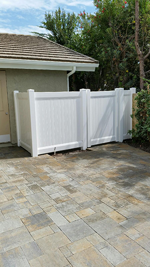 Genesis_Fence_15_Vinyal_Privacy_Fence_with_Accent_Top_White