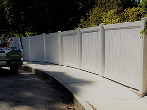 Genesis_Fence_6_Vinyal_Privacy_Fence_with_Accent_Top_White